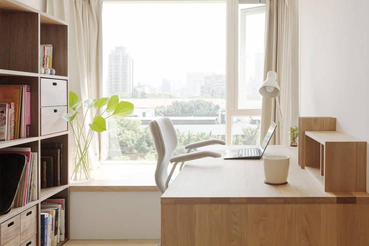 Рабочие кабинеты в . Автор – 文儀室內裝修設計有限公司