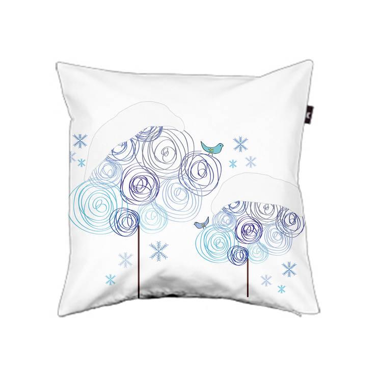Pillow cover Circle trees winter: modern  door ilsephilips, Modern