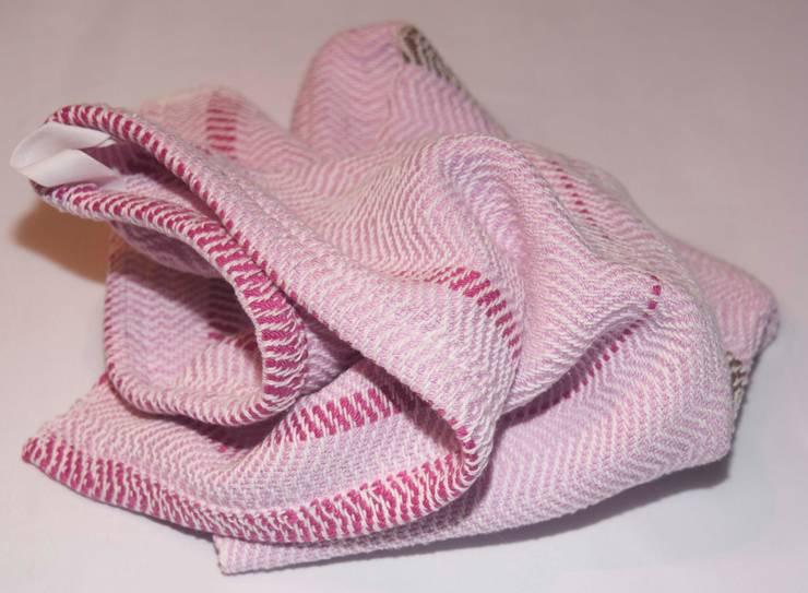 Handwoven towel Goteborg:  Keuken door ilsephilips