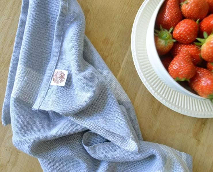 Handwoven towel Bjorn: modern  door ilsephilips, Modern