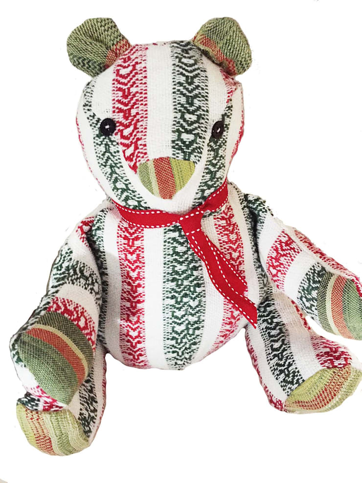 Handwoven Teddy bear:  Kinderkamer door ilsephilips