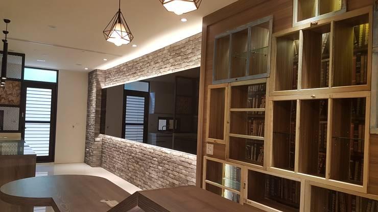 彰化鹿港-私人會館:  牆面 by 懷謙建設有限公司