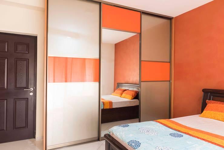 Keerthi residence:  Dressing room by Designasm Studio