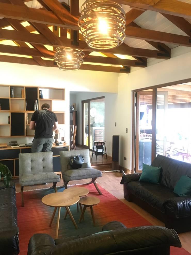Living Familiar : Livings de estilo  por Kaa Interior | Arquitectura de Interior | Santiago