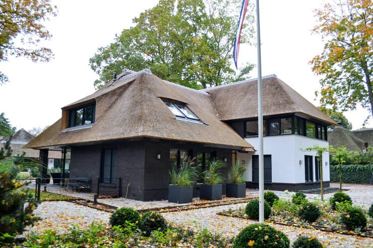 Nieuwbouw villa 't Gooi:  Villa door Puurbouwen