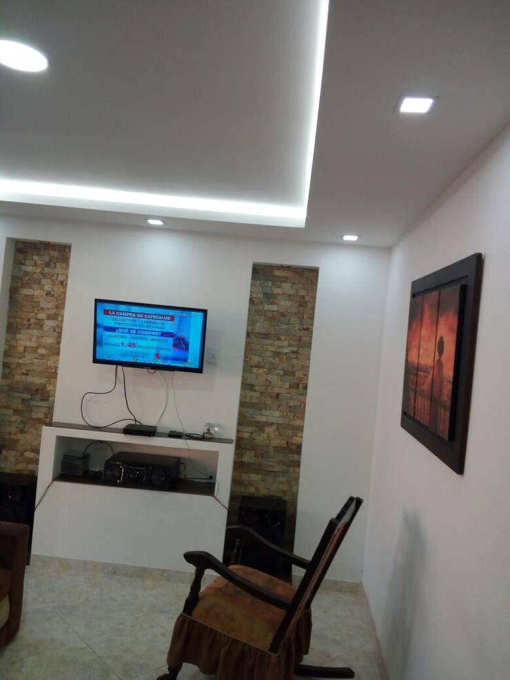Luces indirectas, spotlight, panels LED: Paredes de estilo  por Cosmoservicios SAS
