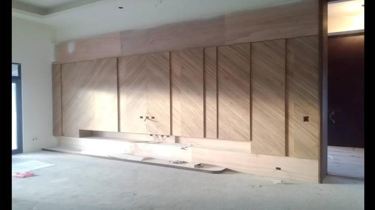 造型 收納 電視牆 設計 施工 照片:   by 艾莉森 空間設計