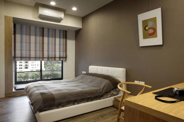 惠宇天青7b:  臥室 by 台中室內設計-築采設計