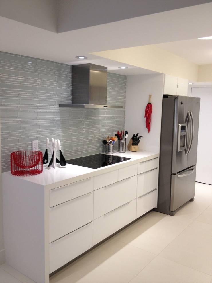 Kitchen: modern Kitchen by KornerStone Design