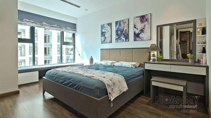 Bàn trang điểm phòng ngủ đẹp:  Multimedia room by Thương hiệu Nội Thất Hoàn Mỹ