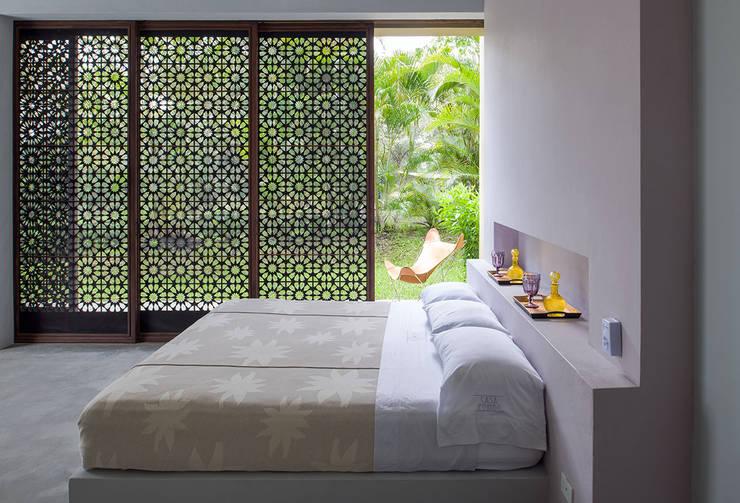 Casa Mesa de Yeguas X-13: Habitaciones de estilo  por NOAH Proyectos SAS