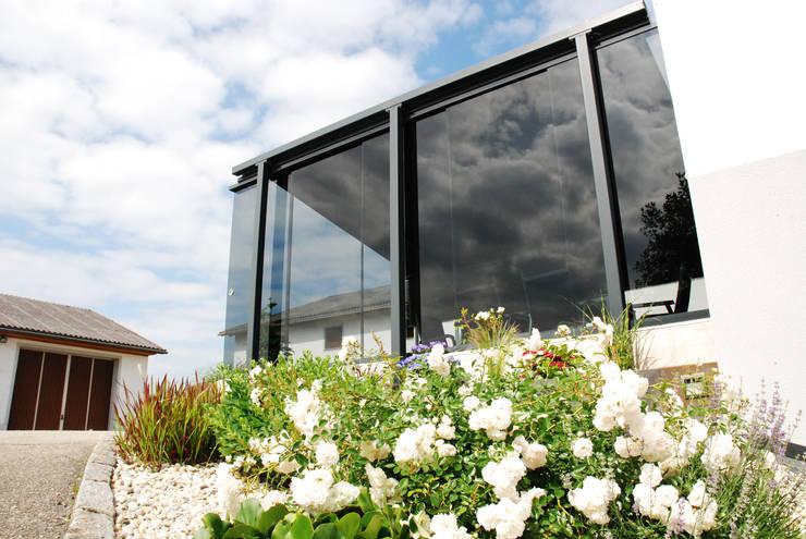 Windschutz Glas Fur Terrasse Zum Aufschieben Mit Markise Von