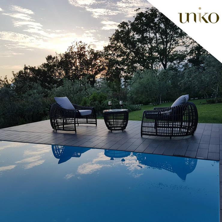 Poltrona di design in fibra tonda per arredo giardino e bordo piscina: Piscine in stile  di Uniko