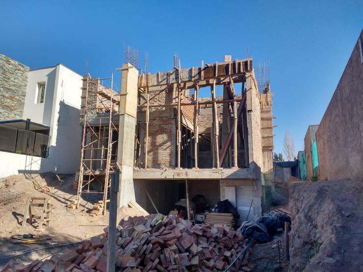 vista frontal - en construcción:  de estilo  por BM3 Arquitectos,