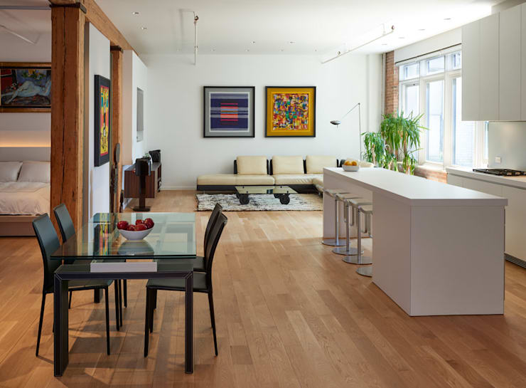 Soho Loft:  Living room by KUBE Architecture