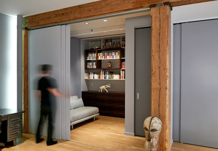 Soho Loft:  Conservatory by KUBE Architecture