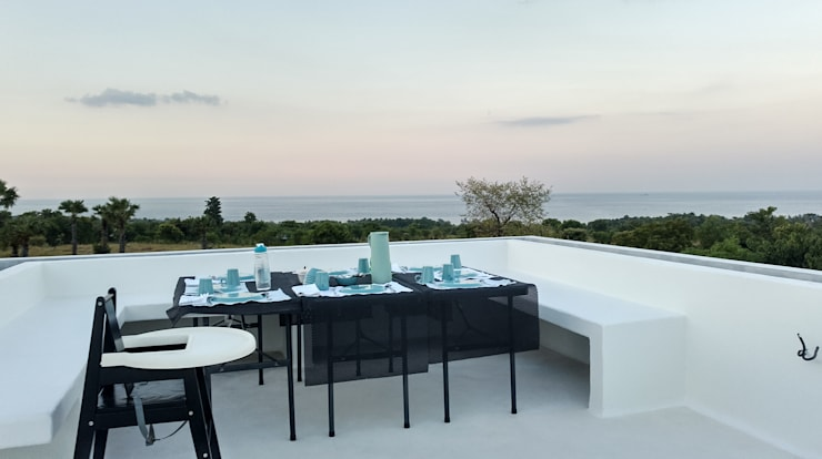 Villa Resort:  Atap datar by Nuansa Studio Architect