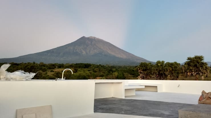 Mountain View:  Atap datar by Nuansa Studio Architect