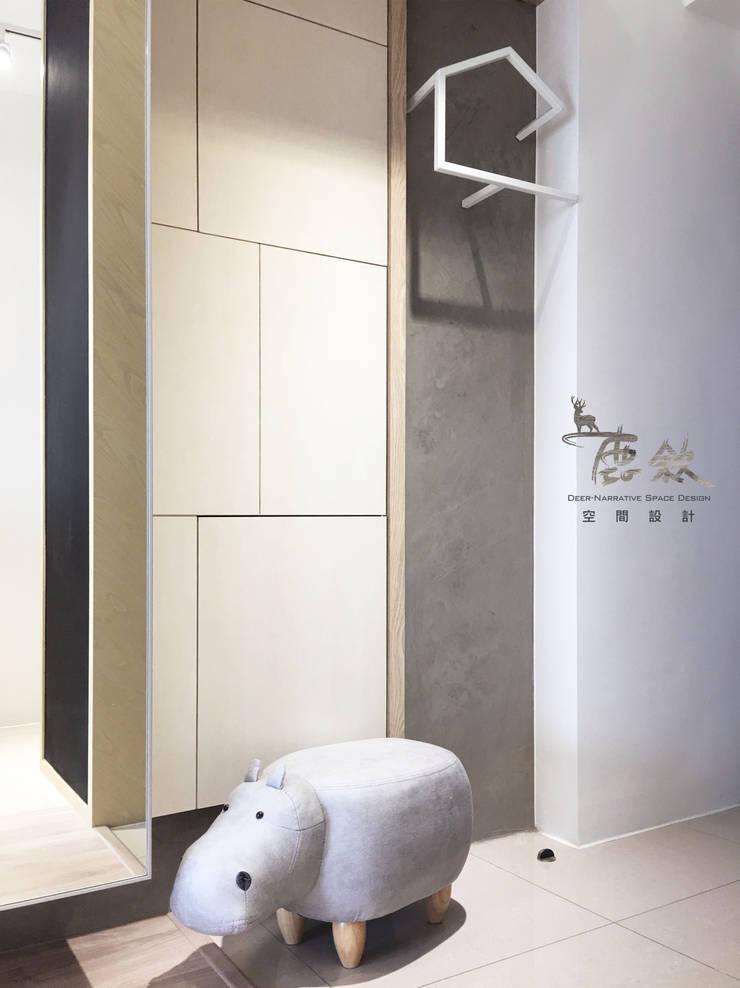 穿鞋區:  走廊 & 玄關 by 鹿敘空間設計