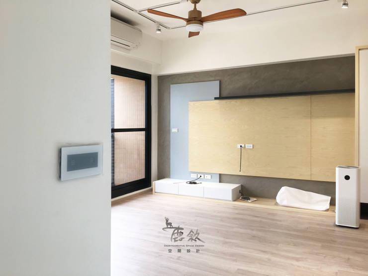 電視牆、智慧開關:  客廳 by 鹿敘空間設計