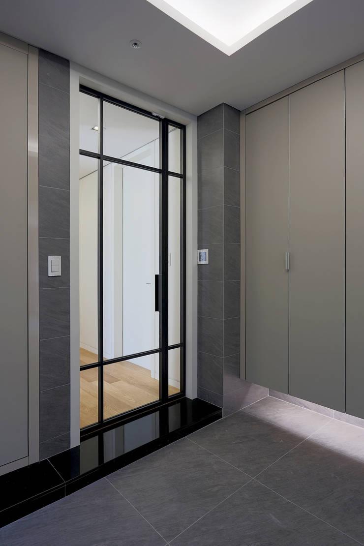 Puertas interiores de estilo  de Design Mind Mirae