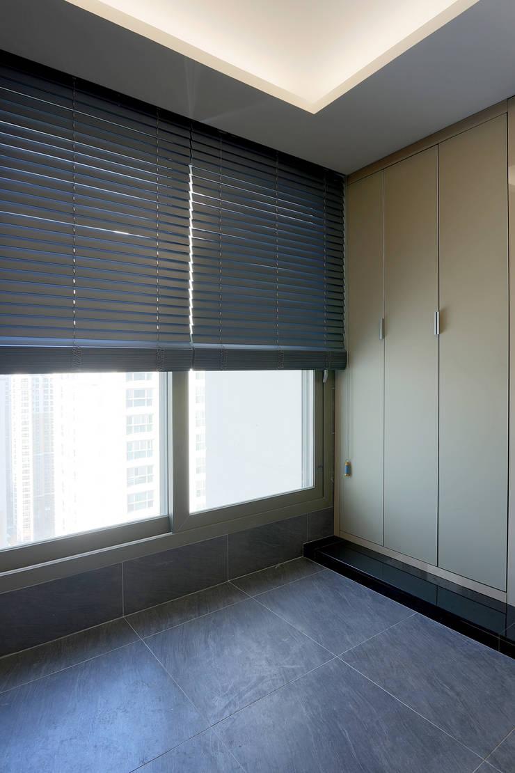 Dressing room by Design Mind Mirae