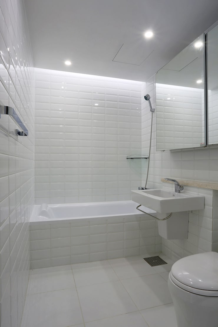 Baños de estilo  de Design Mind Mirae