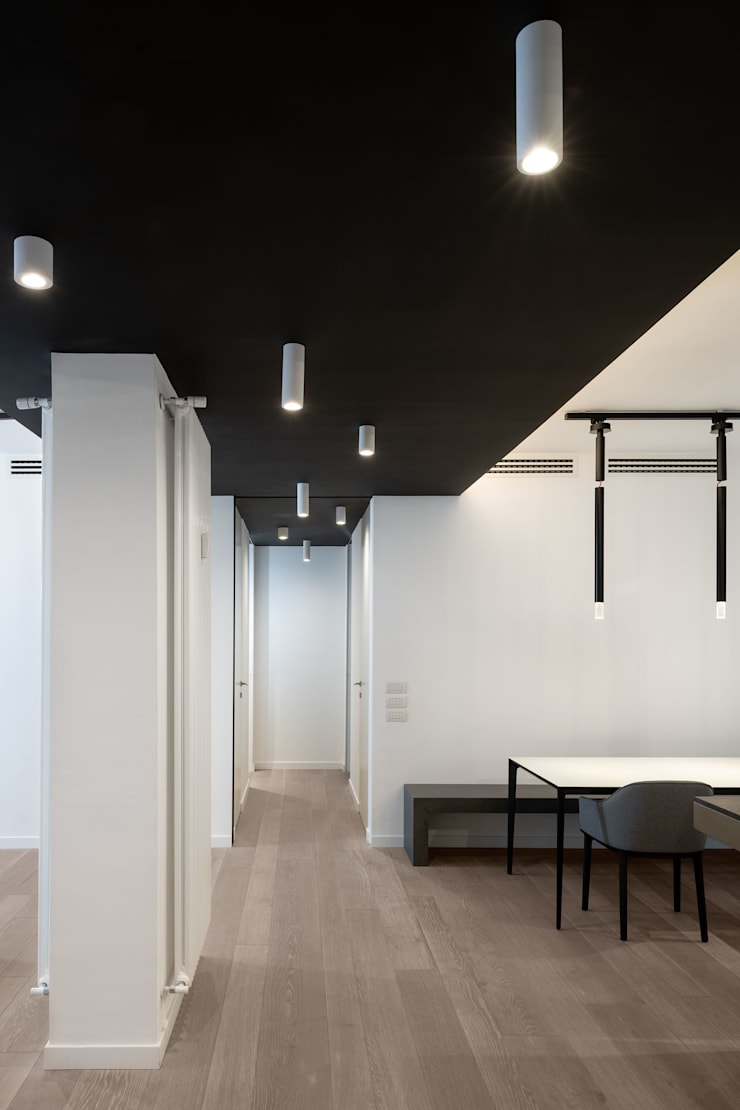 La zona ingresso: Ingresso & Corridoio in stile  di Patrizia Burato Architetto