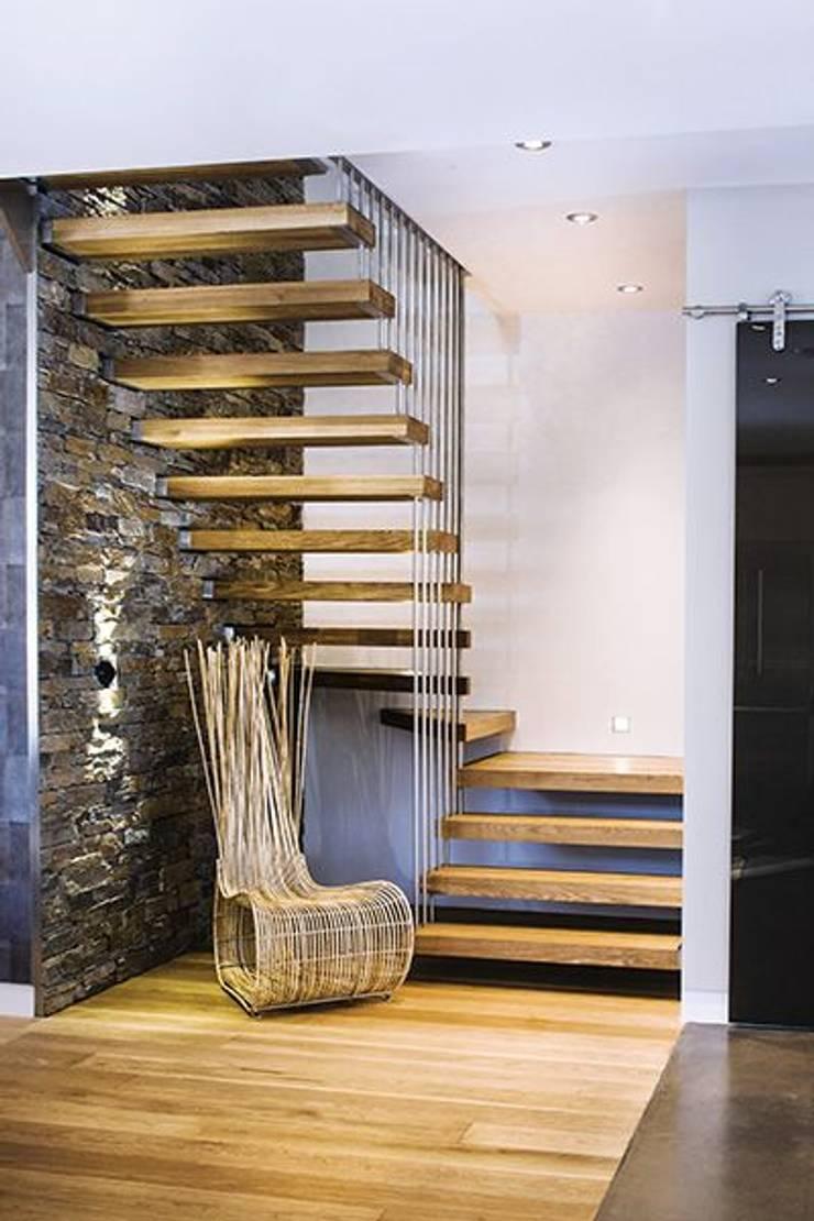 Cầu thang by Công ty thiết kế xây dựng Song Phát
