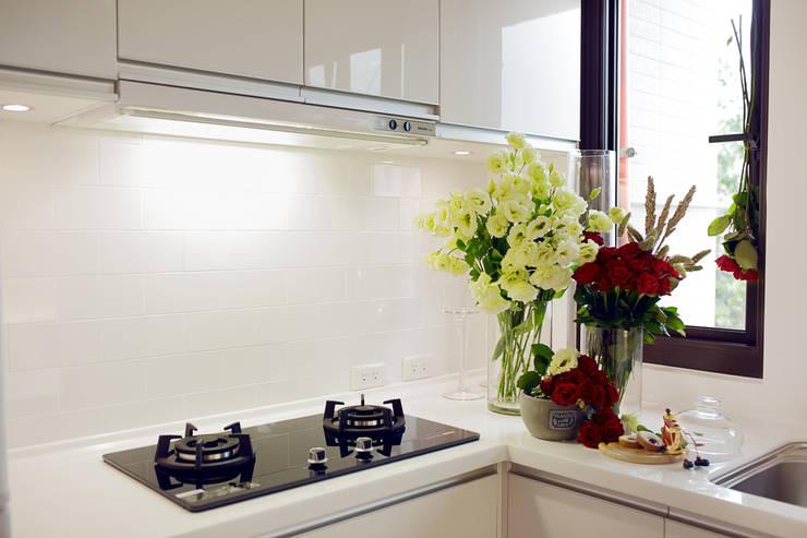 透。劇 分享小品:  廚房 by 文儀室內裝修設計有限公司
