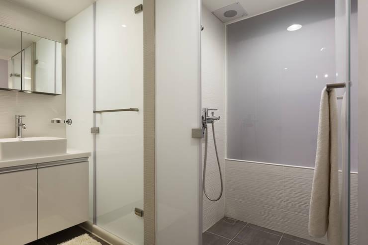 透。劇 分享小品:  浴室 by 文儀室內裝修設計有限公司