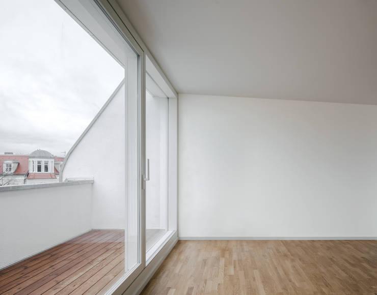 Wooden windows by JAN RÖSLER ARCHITEKTEN