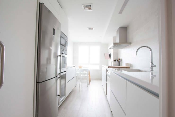Nhà bếp theo Bocetto Interiorismo y Construcción,