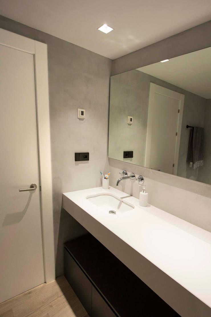 Phòng tắm theo Bocetto Interiorismo y Construcción,