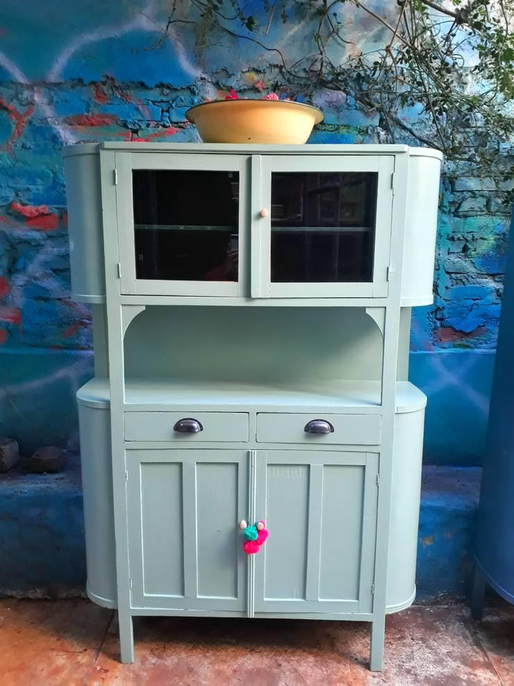 APARADOR DE CAMPO ANTIGUO CURVO: Cocinas de estilo  por Muebles eran los de antes - Buenos Aires,