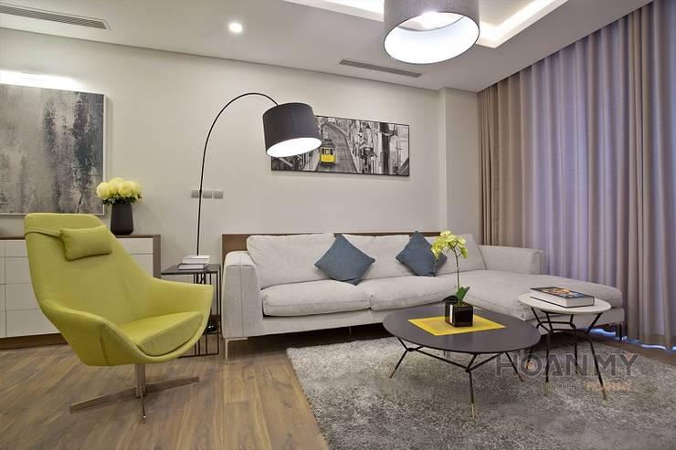 Mẫu không gian căn hộ ngoại Giao đoàn:  Phòng khách by Thương hiệu Nội Thất Hoàn Mỹ