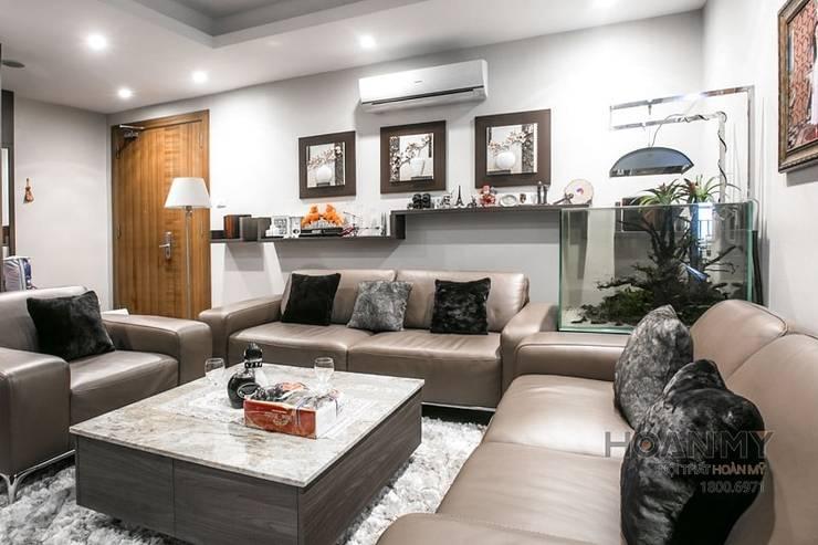 Mẫu nội thất căn hộ chung cư Đê La Thành:  Phòng khách by Thương hiệu Nội Thất Hoàn Mỹ