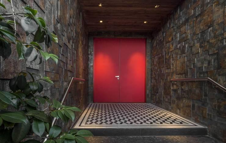 MURO EN OXYDEN GRAFITTE Paredes y pisos de estilo moderno de Premier Pools S.A.S. Moderno