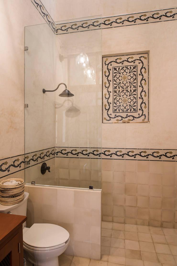 Bathroom by Taller Estilo Arquitectura, Colonial