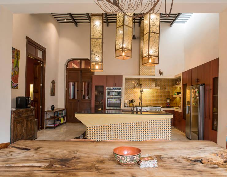 Kitchen by Taller Estilo Arquitectura, Colonial