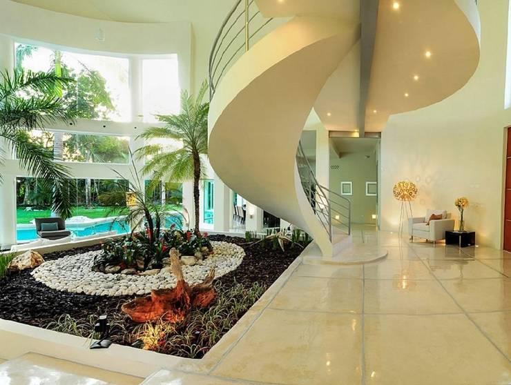 VILLA AQUA: Escaleras de estilo  por PINEDA ARQUITECTOS S.A DE C.V