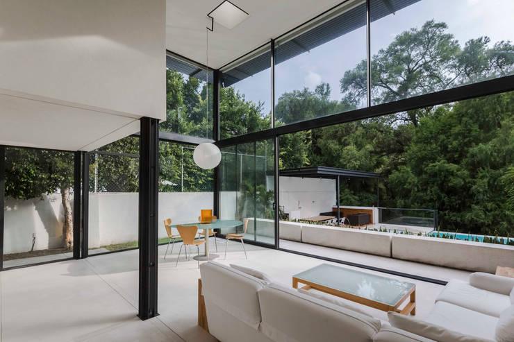 Casa Garza: Salas de estilo  por estudio fi   arquitectos