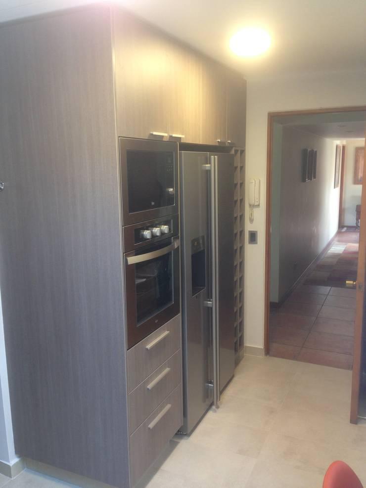 Vista acceso cocina Cocinas de estilo moderno de balConcept SpA Moderno