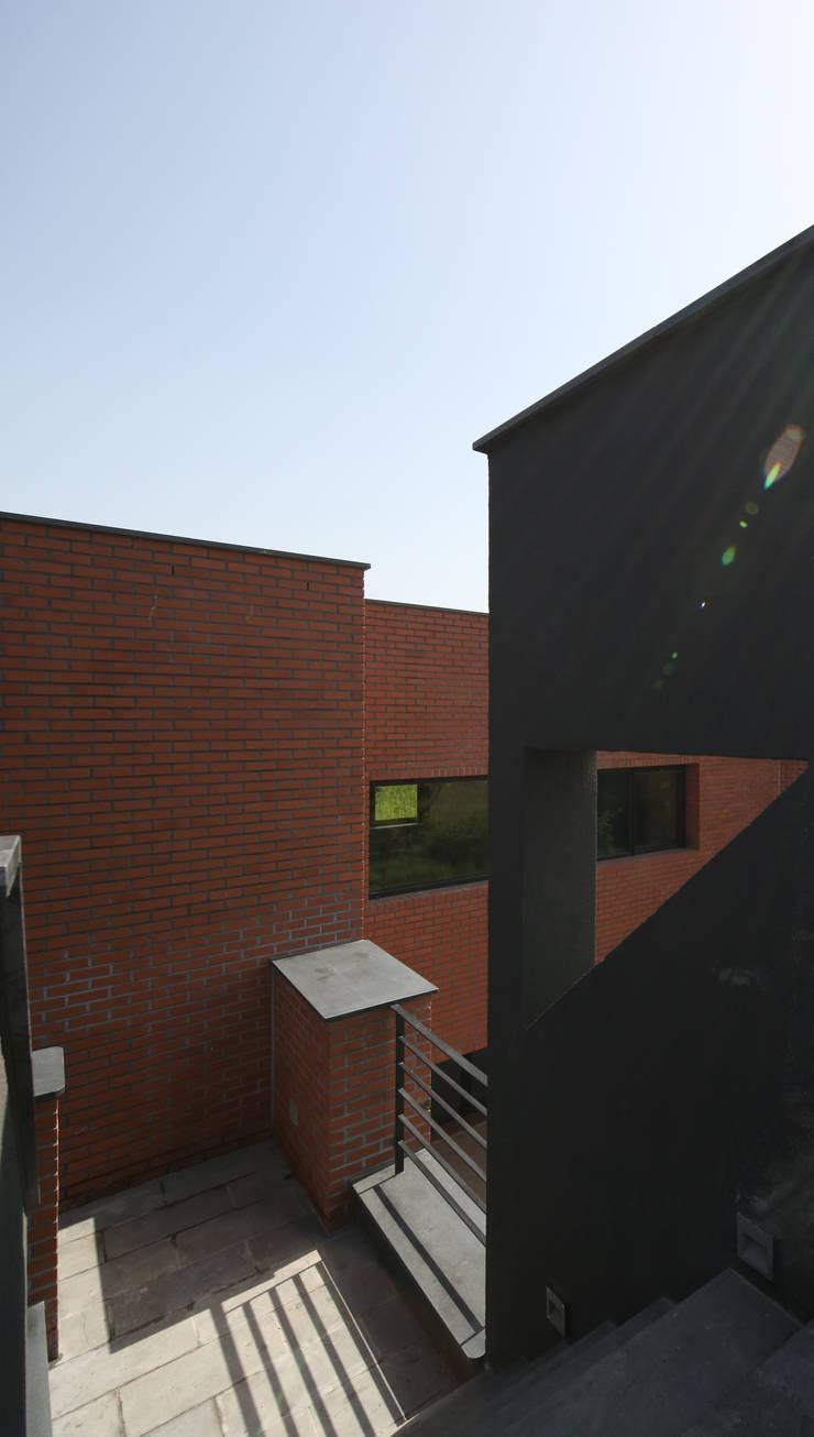 Häuser von 인문학적인집짓기, Modern Ziegel