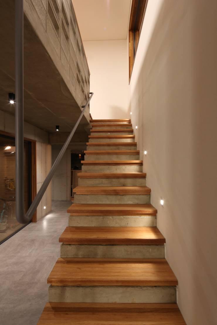 인문학적인집짓기:  tarz Merdivenler, Modern Beton