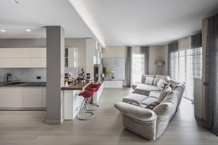 Salon de style  par studiodonizelli, Moderne Bois Effet bois