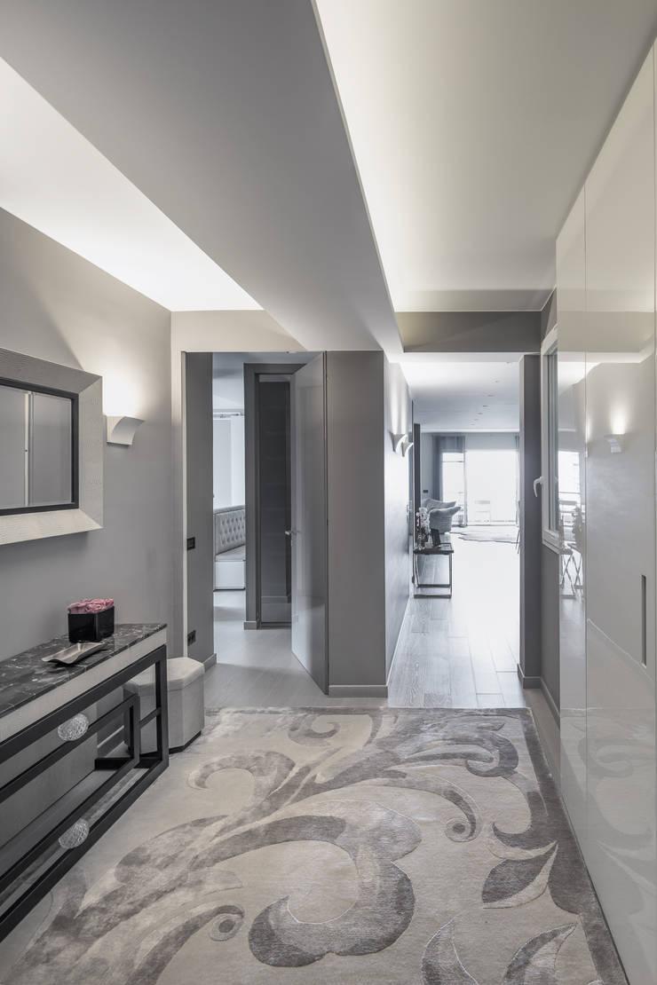 Couloir et hall d'entrée de style  par studiodonizelli, Moderne
