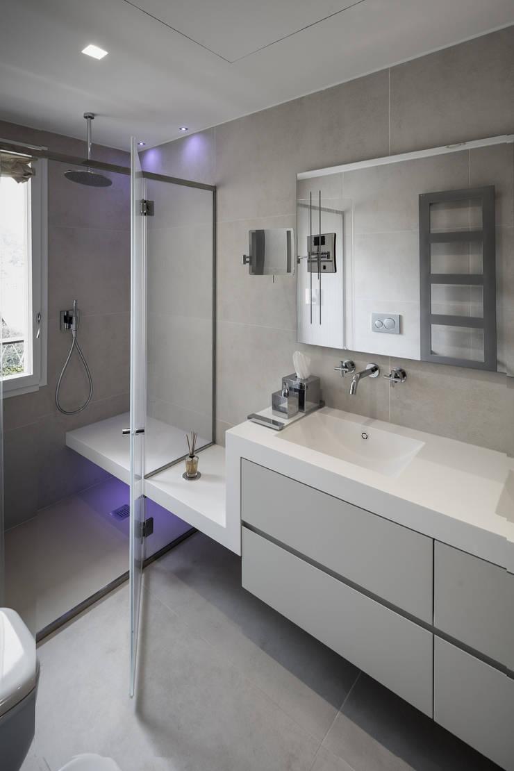 Salle de bains de style  par studiodonizelli, Moderne