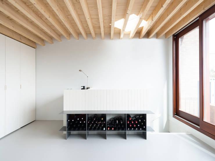 Interieur Dakuitbouw:  Studeerkamer/kantoor door Unknown Architects, Modern
