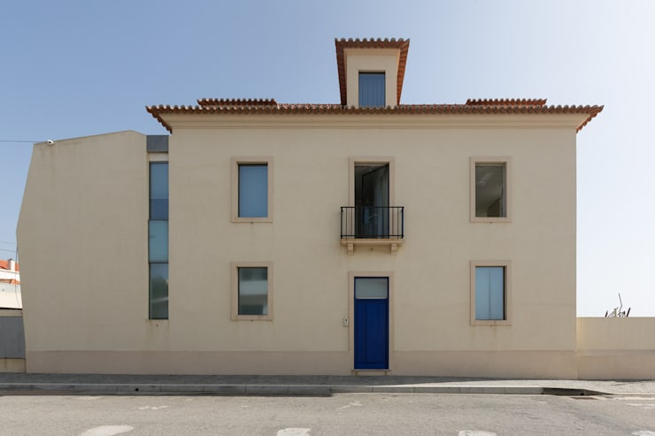 Projeto Arquitetura - Moradia na Granja MJARC: Casas  por MJARC - Arquitectos Associados, lda